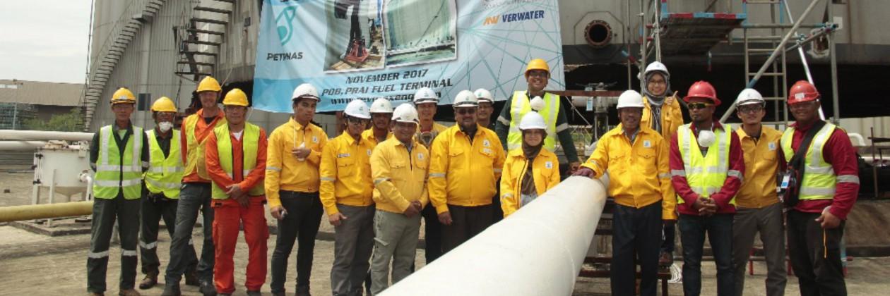 Verwater vijzelt tank bij Petronas